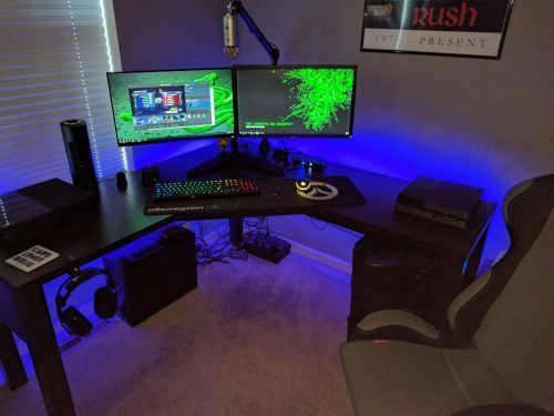 How wide is the standard size of the compact computer desk?