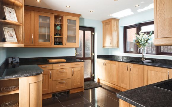 oak,kitchen,cabinets