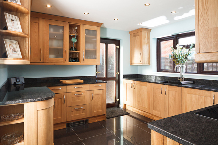 oak,kitchen,cabinets